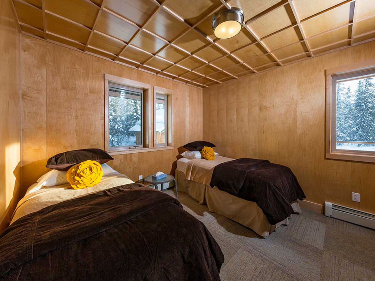 Tordrillo Judd Lake Lodge bedroom with two twin beds.