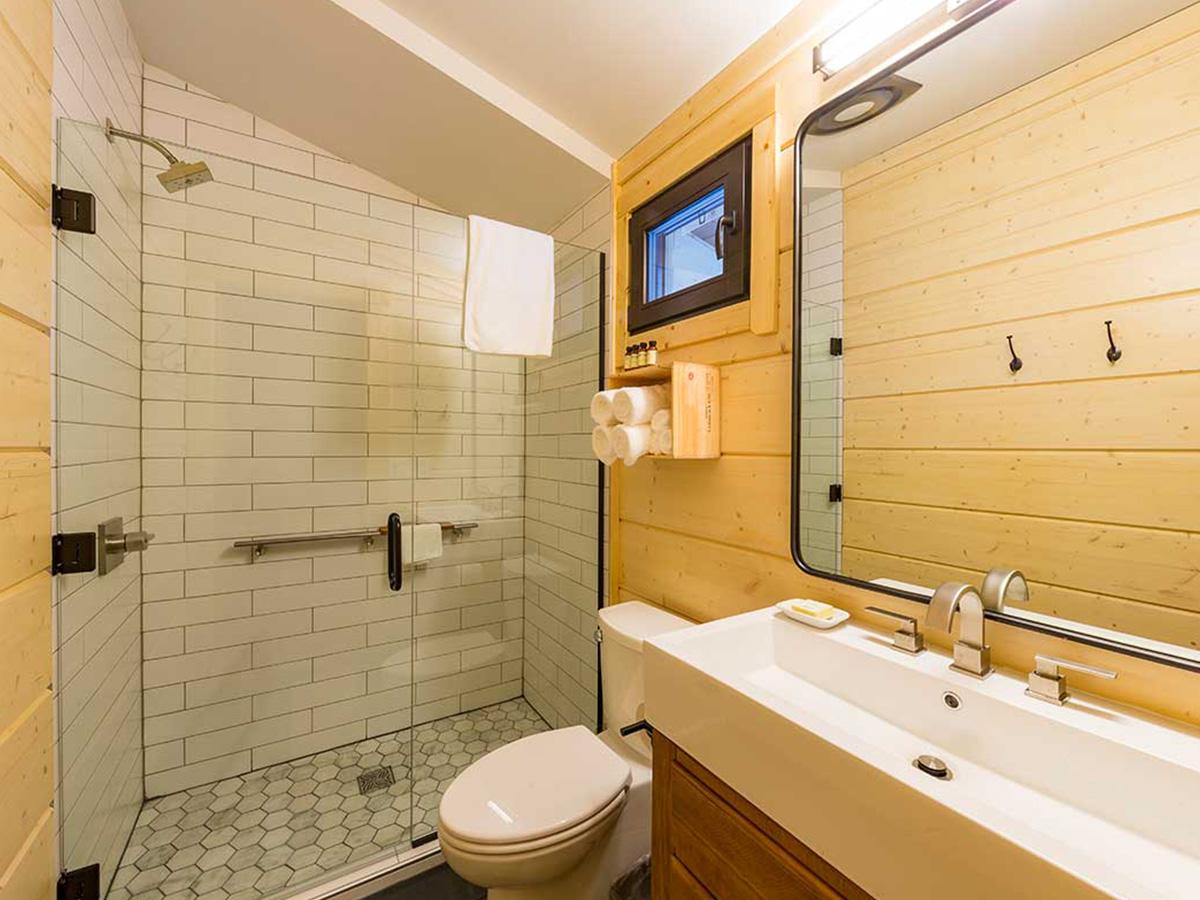 Moose Hall & Lakeside Retreats bathroom.